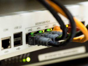 Qué internet contratar: ¿ADSL o fibra óptica?