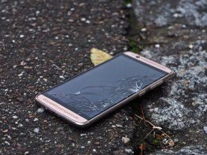 ¿Cuándo cambiar de móvil? 4 indicios clave